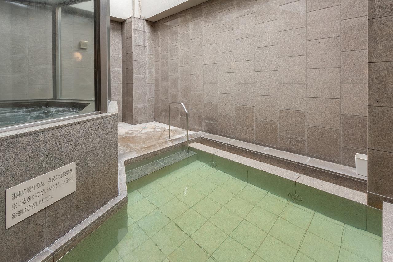 館内には大浴場があり、女性用のみ露天風呂も