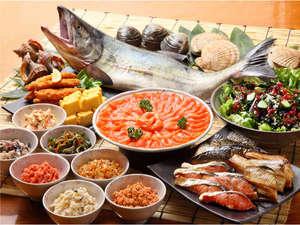 さかな屋の朝食(和食)。毎日市場直送の新鮮なお魚・珍味が食べ放題!