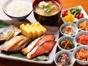 魚中心の朝食プチバイキング 【営業時間】7:00~10:00