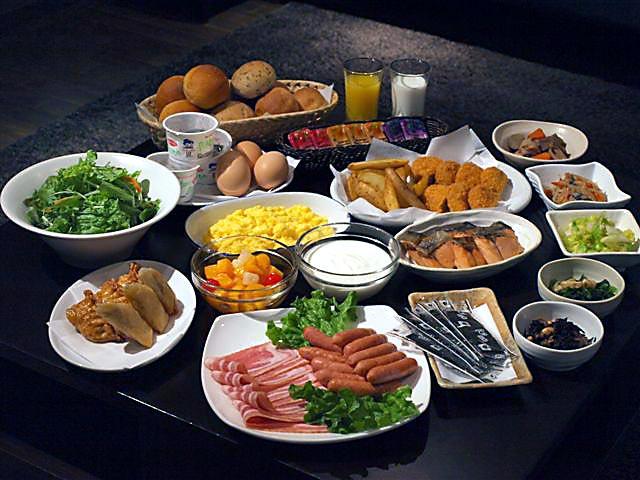 道内食材を中心とした種類豊富な和食・洋食の朝食バイキング