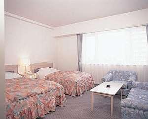 ラージツインのお部屋は広々で快適。