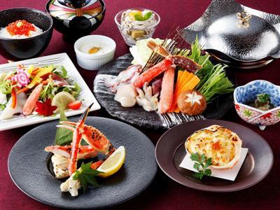 夕食は北海道の旬の食材や海鮮を会席料理や御膳で堪能