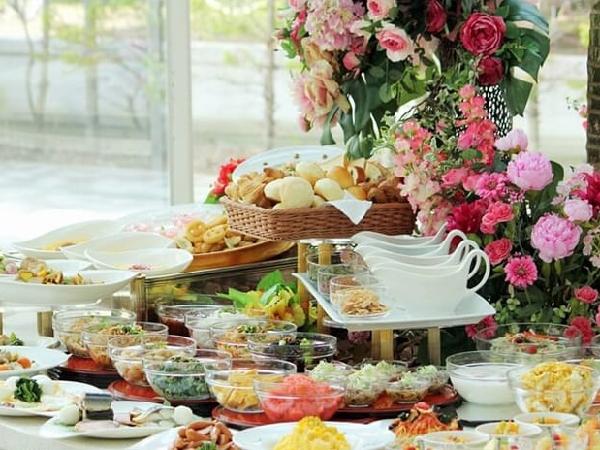 北海道の食材を中心に和食、洋食、サラダなど全60品以上