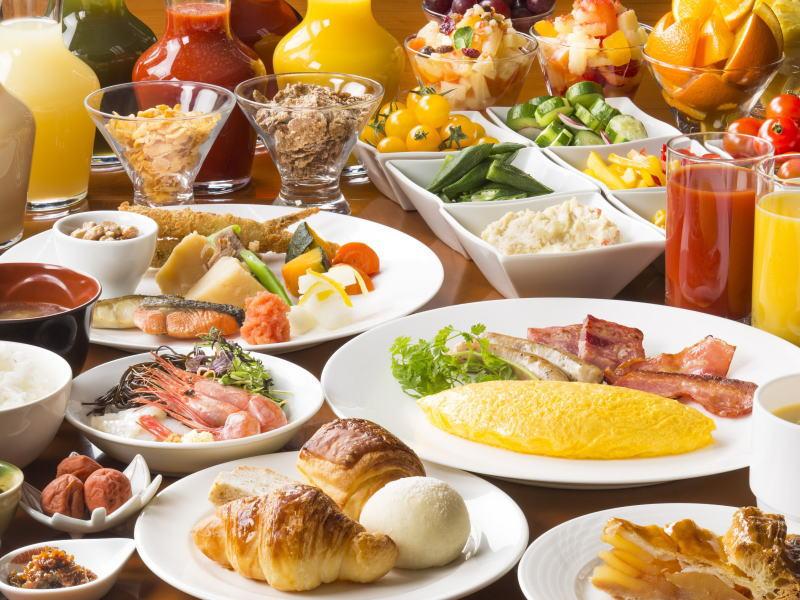和洋全90品の朝食バイキング
