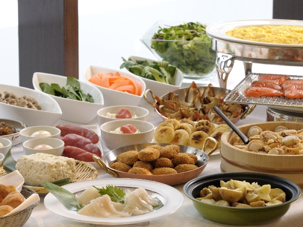 和洋朝食バイキングは海鮮コーナーなど全50種類以上!