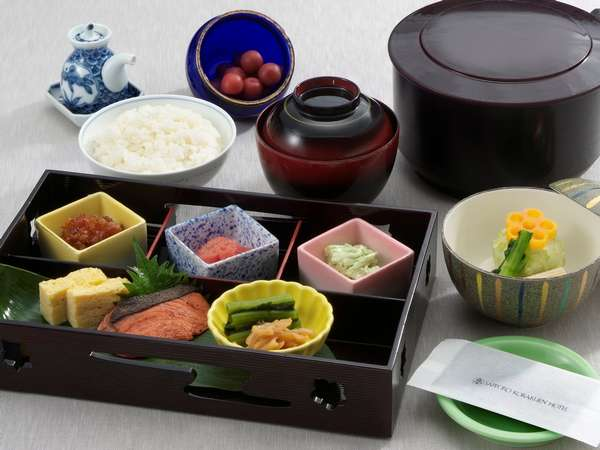和定食の朝食は北海道米や地元産食材を利用