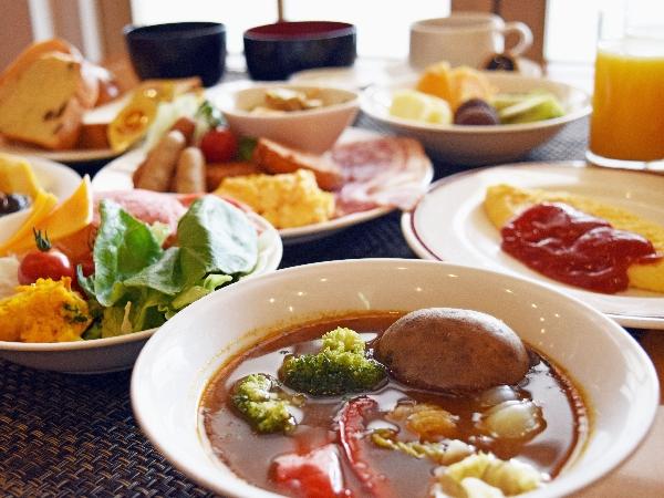 こだわりの北海道食材を使用した和洋約30種類の朝食バイキング