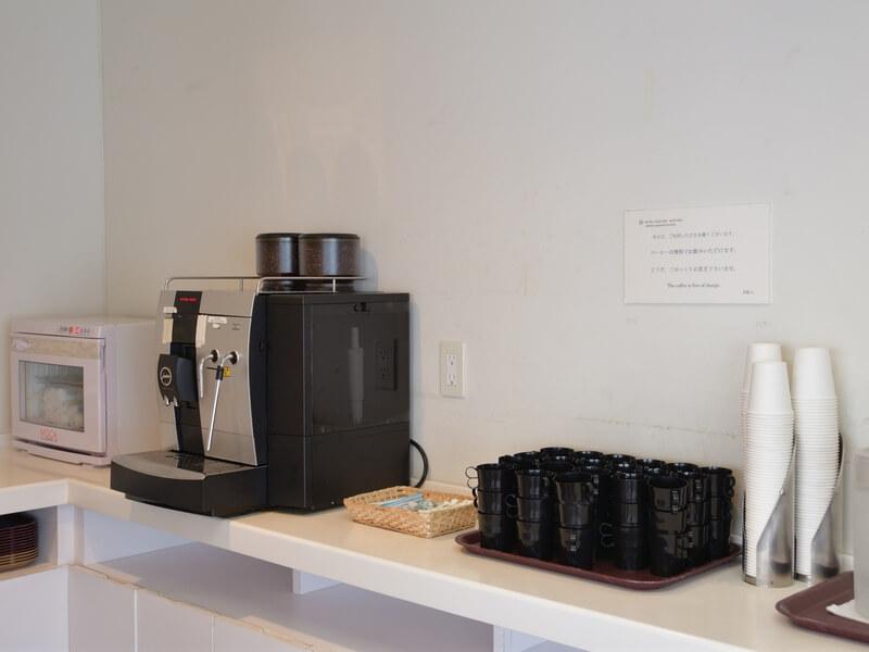 ラウンジでは、コーヒーを無料で楽しめる。