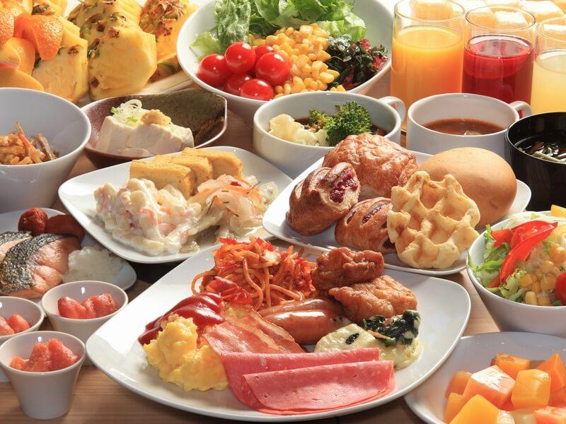 和洋ビュッフェスタイルの朝食で北海道グルメを味わえる