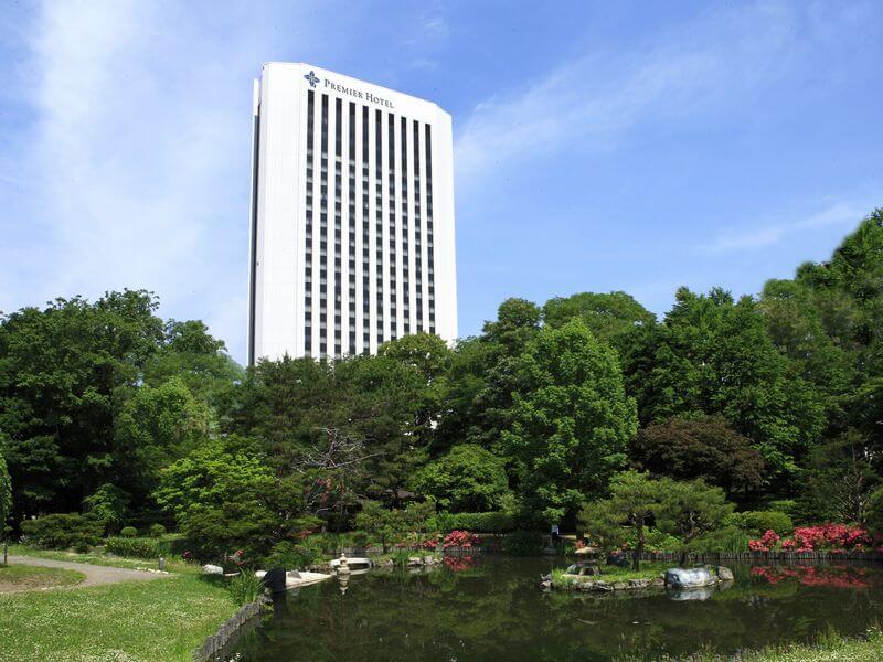 地下鉄中島公園駅から徒歩約3分、JR札幌駅から無料シャトルバスも運行