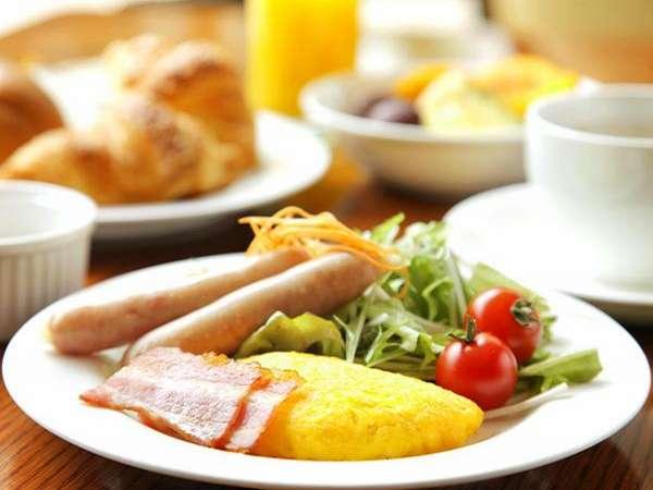ボリューム満点の朝食ビュッフェ