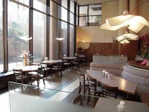 朝食会場は朝日が差し込むレストラン「アリタリア」