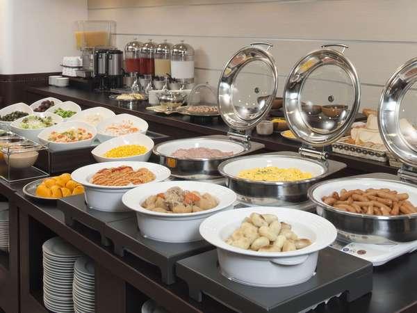 北海道の食材を多用した和食・洋食・サラダ等全30品以上の朝食ビュッフ