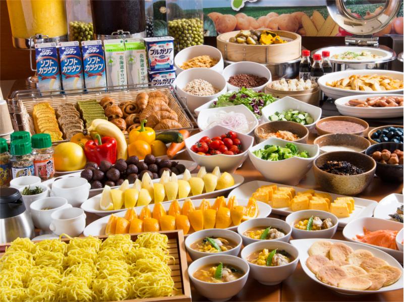 朝食は約50種の和洋中ビュッフェ