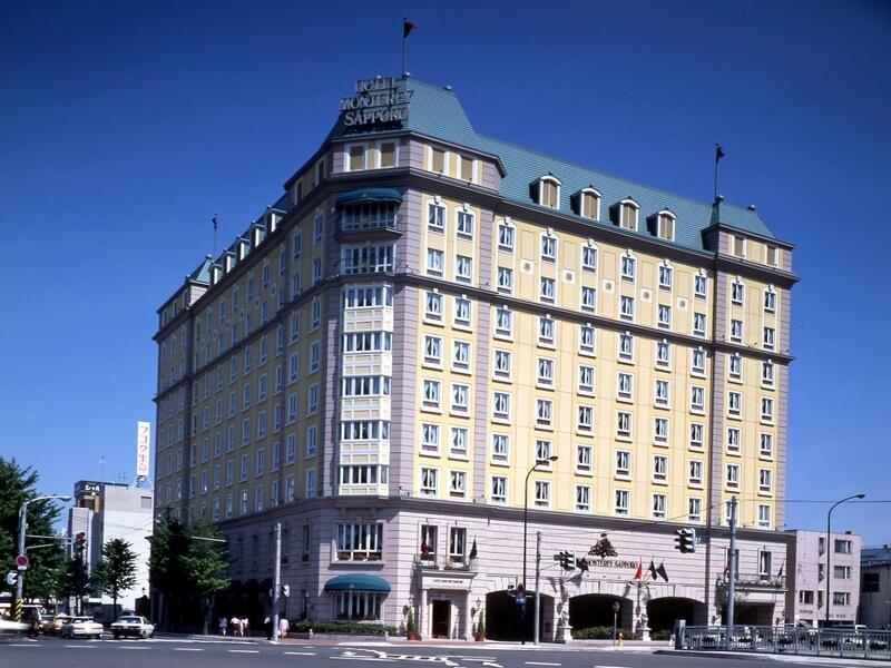 調度品やアンティーク家具が配されたブリティッシュスタイルのホテル