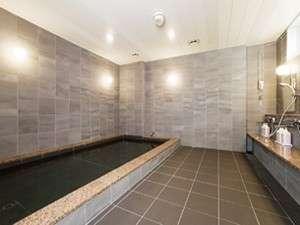 旅の疲れを癒すことのできる大浴場を完備