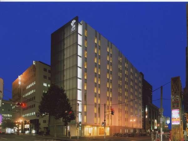 札幌駅改札から徒歩4分の好アクセスとスタイリッシュ&機能的な客室