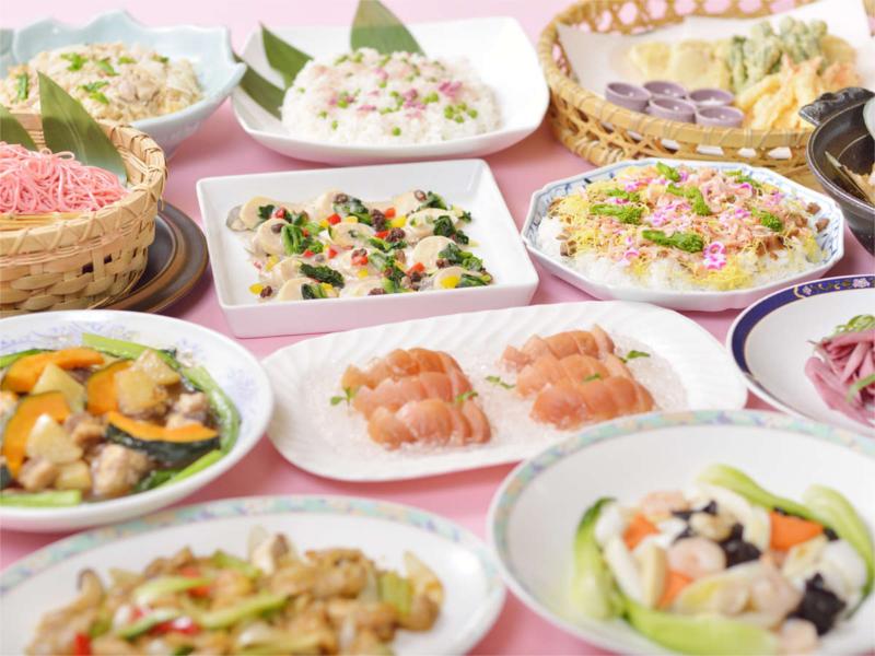 夕食バイキングは2~3か月毎にテーマ料理が変わる