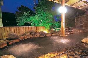 源泉かけながしの大浴場には源泉の湯けむりを利用した蒸し風呂がある