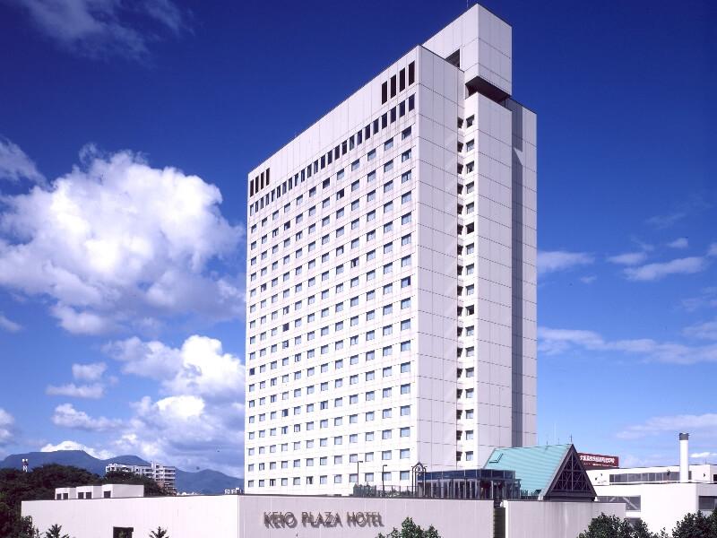JR札幌駅から徒歩約5分、22階建てのホテル