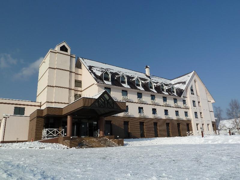 JR富良野駅から車で約8分、富良野観光やスキー旅行に便利