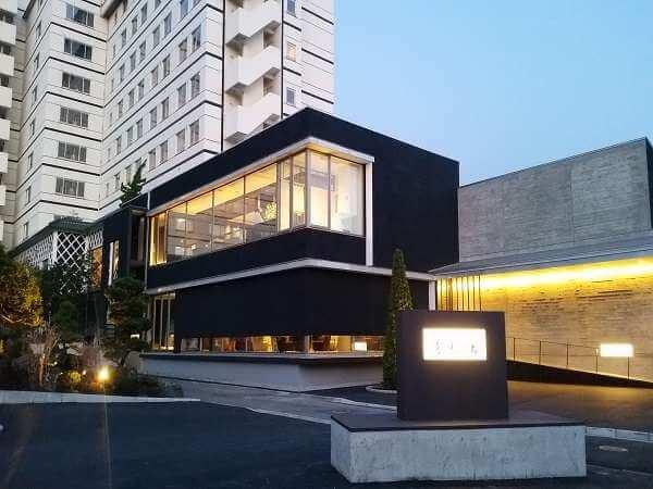 函館空港から車で約10分、デザイン性に溢れたオシャレな温泉宿