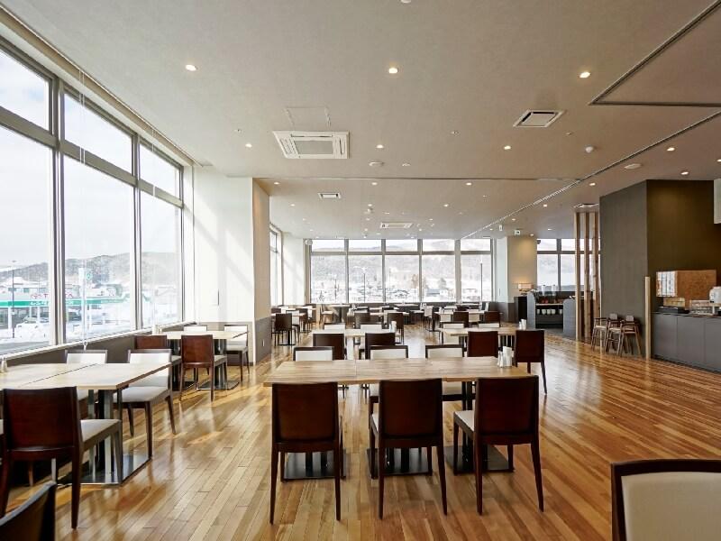 2階レストラン「アロサール」では朝食から夕食まで利用できる