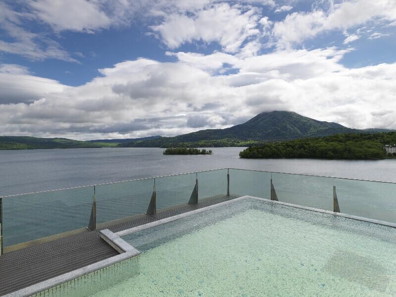 展望大浴場からは阿寒湖と雄阿寒岳をパノラマで一望できる