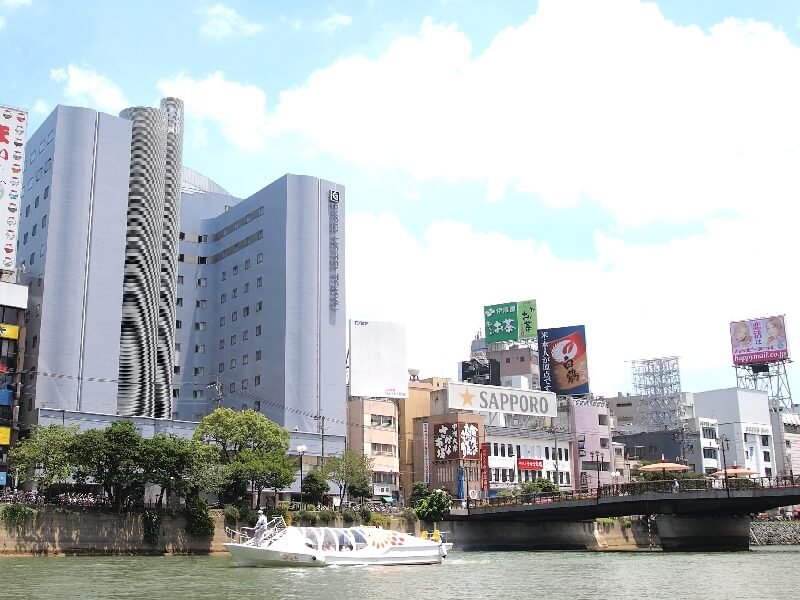 中洲川端駅から徒歩1分、JR博多駅より車で7分の好立地
