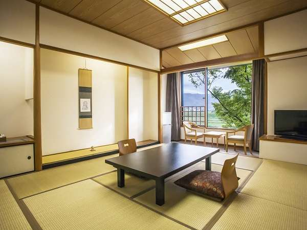 ゆったりくつろげる伝統的な和室