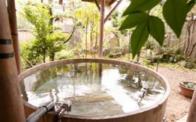 女湯の酒樽露天風呂