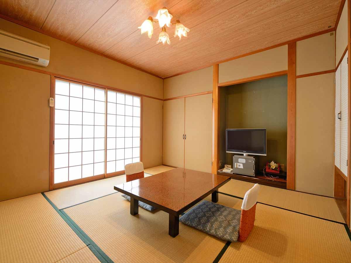 【お部屋一例】8畳タイプの和室。一人旅やカップル、ご夫婦旅行にお勧め♪