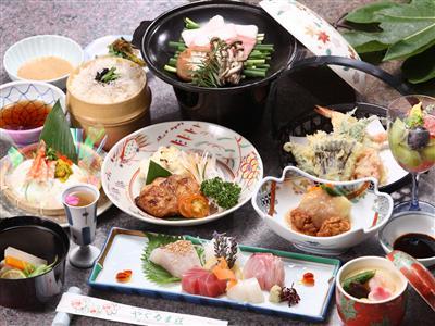 【ご夕食一例】当館定番「季節の会席」。