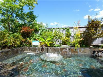 【露天風呂】広大な青空と共にかけ流しの天然温泉※3~10月のみ