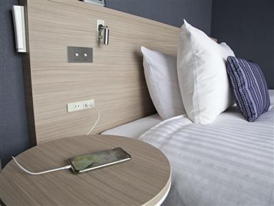枕元には、電源コネクタだけでなくUSBコネクタも。