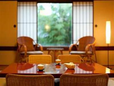 お仲間やご家族連れに最適なゆったりとした広さの和室