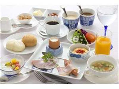 リゾートの朝にふさわしい地元の旬にこだわった朝食セット