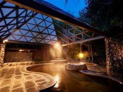 夜は幻想的な風景が広がる庭園露天風呂