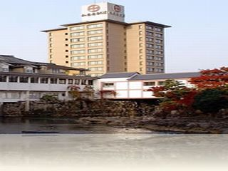日本庭園と調和した旅館