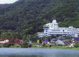 九州の嵐山と称される川上峡の景観を一望できる高台に位置する温泉宿