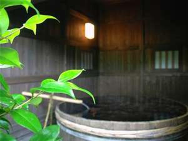 【貸切露天】6尺の酒樽風呂で思いっきり足を伸ばし自然を堪能