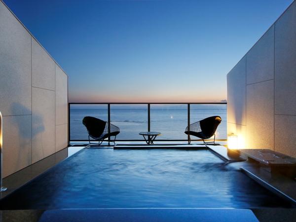【海に浮かぶ天空の露天風呂付き客室】目前に広がるオーシャンブルーに感動