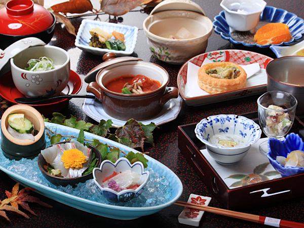 新鮮な地元の食材を使った会席料理