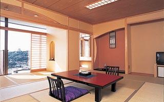 和室一例。広々とした和室の他に、特別室や洋室も完備