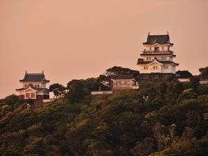 平戸観光スポット:夕焼けの平戸城