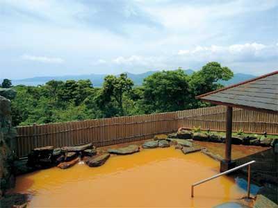 赤色のお湯が特徴の鬼岳温泉