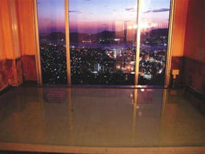 紫に染まる長崎の街を眺めてゆったり