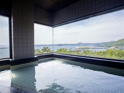 最上階の最上階展望風呂は海はもちろん夕陽も楽しめる