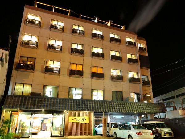 客室20の海岸通りに面した旅館です♪
