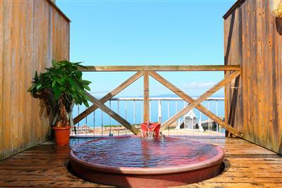 貸切の屋上露天で海を眺める贅沢な時間